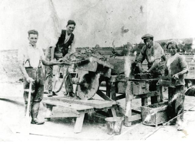 Franks Brickmakers Barton 1920s