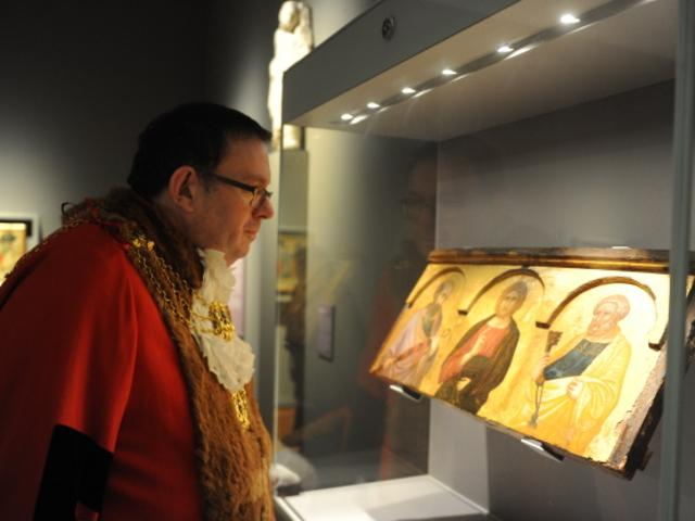 The Lord Mayor Looking At The Lorenzetti Panel Painting